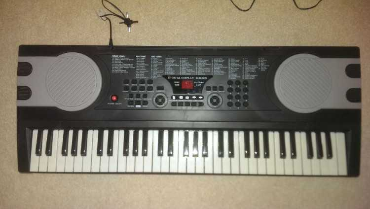 61 Keys Electronic Keyboard with Stand 6+