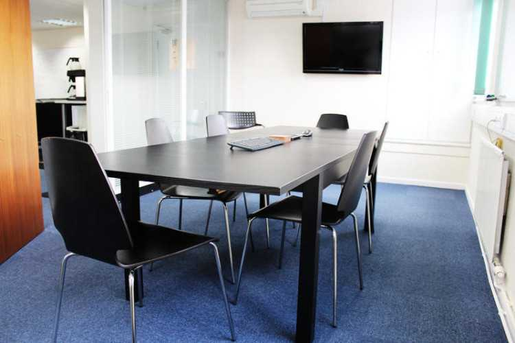 Serviced office space / desk rental in Business Hu