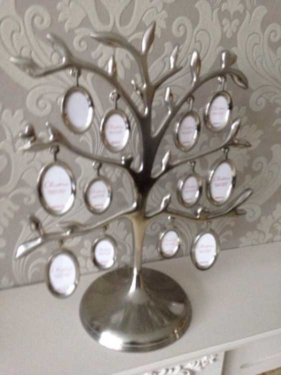 Picture frames tree