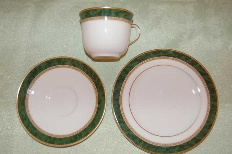 Royal Doulton Green Marble Teacup, Saucer, and Pla