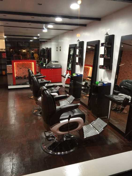 Full time barber and ladies hairdresser needed