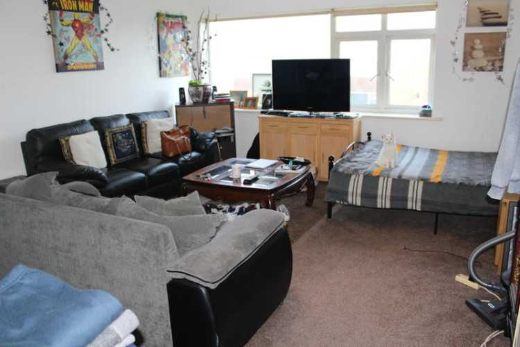 STUDIO FLAT FOR SALE IN WORTHING