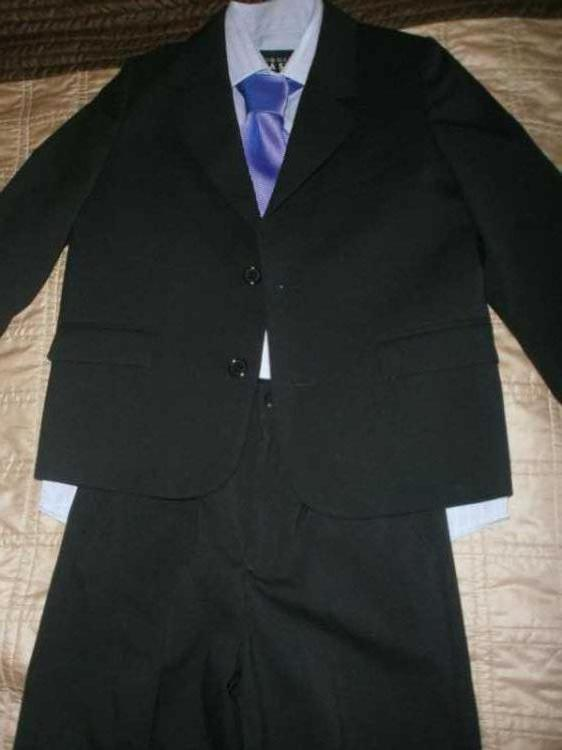 boys THOMAS NASH debenhams black suit age 7.jpg