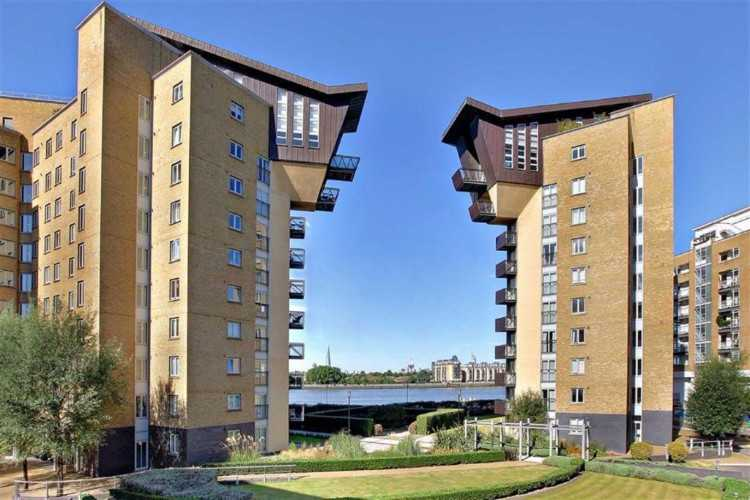 CLICK ON THIS NOW- SUPERB LOCATION CANARY WHARF E1